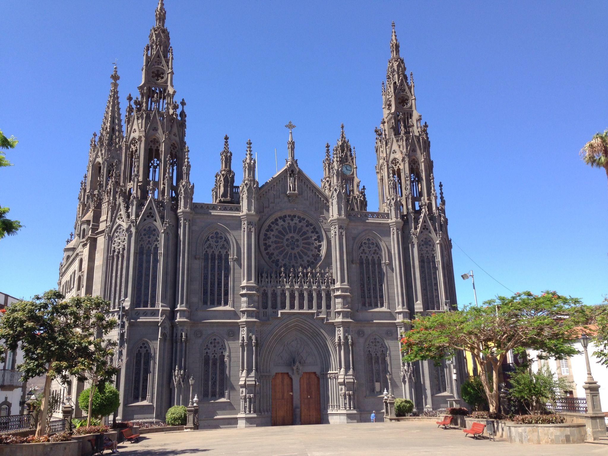 La impresionante iglesia neogótica de Arucas
